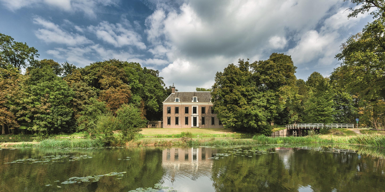 Pop-up Museum Oud Amelisweerd sfeerbeeld pand in de natuur water bomen