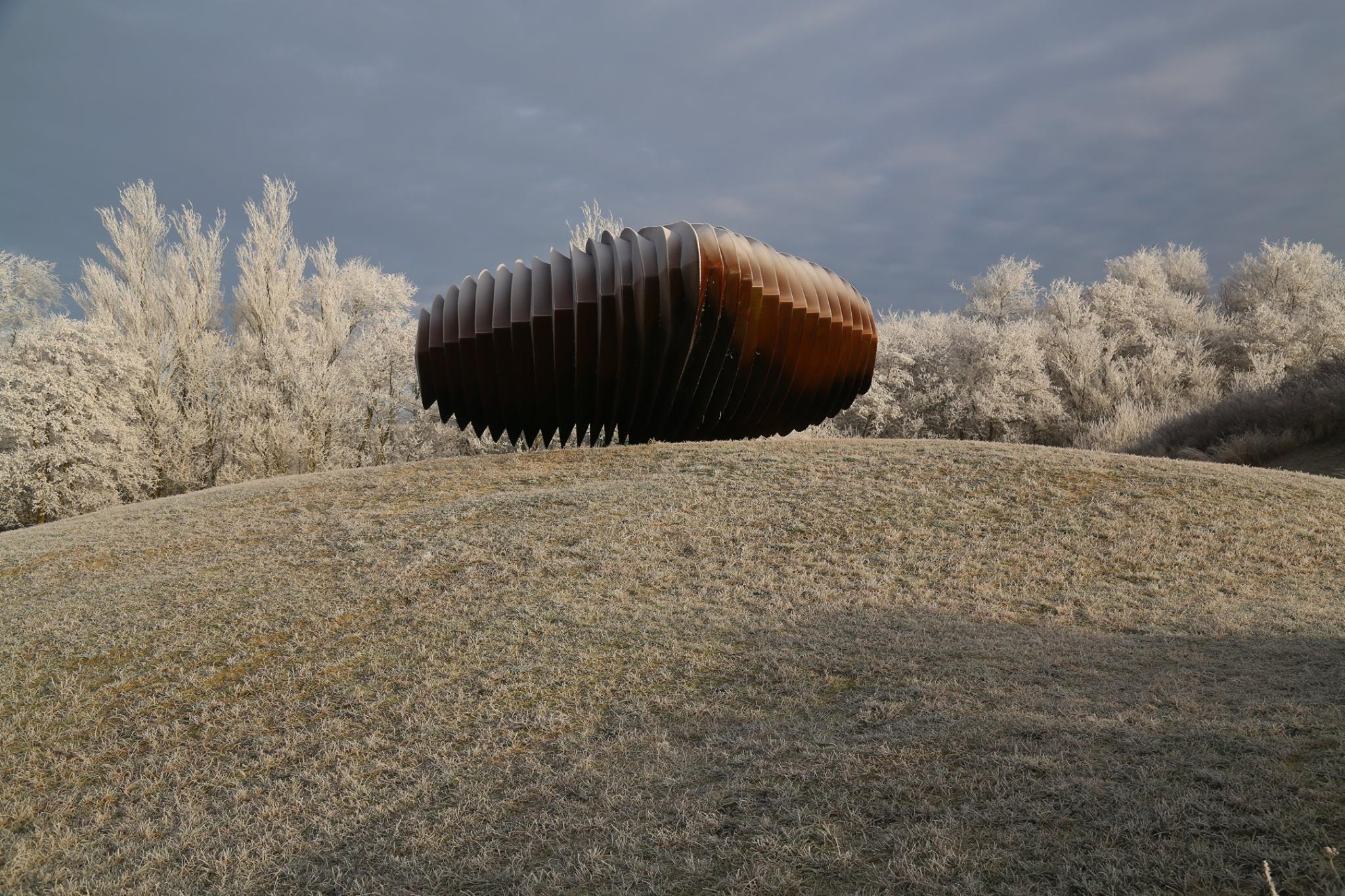 Sfeerbeeld van Project De Nollen een totaalproject van landschap, architectuur en monumentale beeldhouwkunst, gemaakt door Ruud van de Wint.